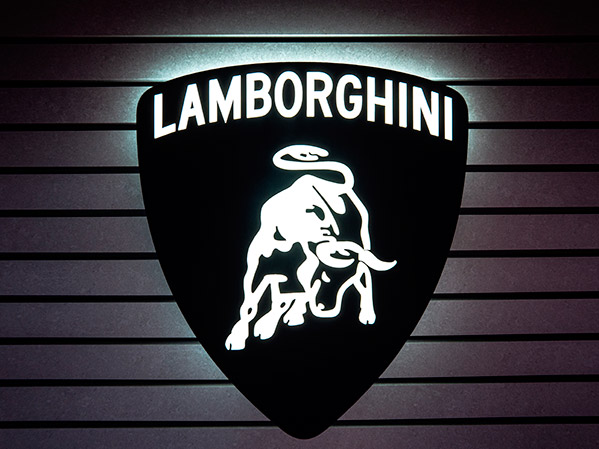création logo éclairé sur-mesure- garage haut de gamme