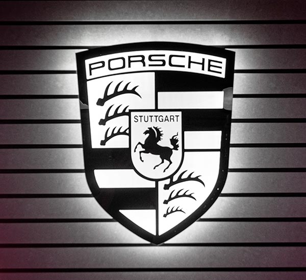 logo lumineux Porsche