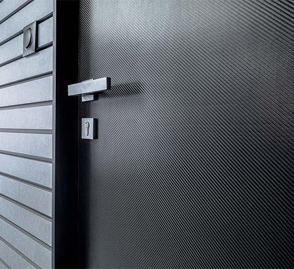 traitement porte carbone garage haut de gamme porsche