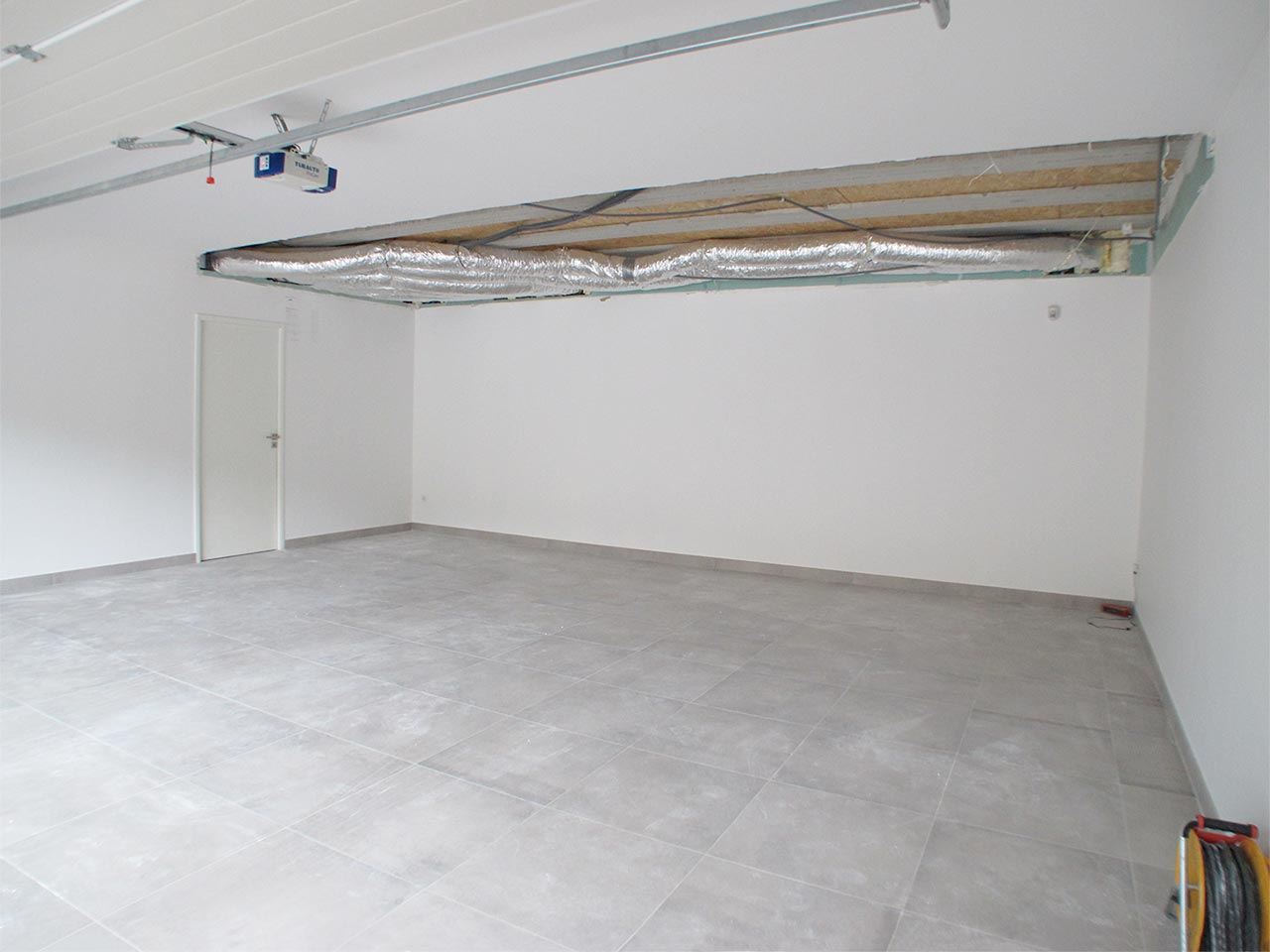 Garage haut de gamme lamborghini avant travaux